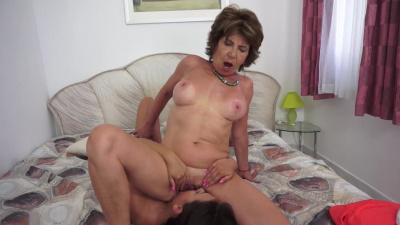 Lecherous mature madam often feels the urge to eat a young pussy out