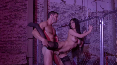 Sexy Asian Jade Kush seduces a gangster and has sex with him at the fence.