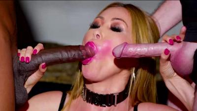 Experienced cocksucker Kianna Dior blows two men