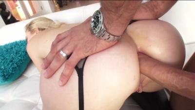 Bubbly blonde Samantha Rone receives creamy facial climax