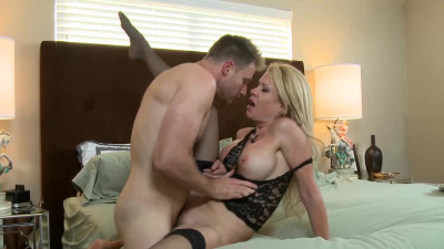 Hot cougar Desi Dalton receives a deposit of cum into her mouth