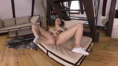 Sexy brunette Louise Sanders plays with her pussy lips on camera VR