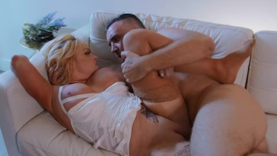 Expensive whore Jesse Jane serves client while husband sleeps upstairs