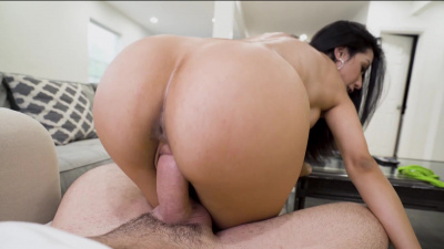Tia Cyrus is a perfect maid for a needy man