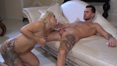 Sexy lady Mary Rider shoves young dick in her vintage pussy