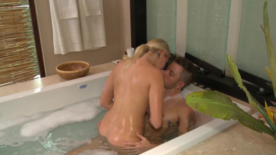 Hot masseuse Vanessa Cage takes warm cumload in her hungry mouth