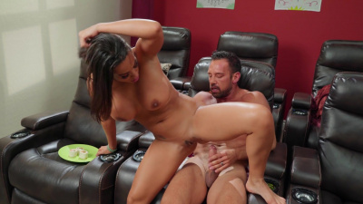 Luna Star serves up her ass as a main dish too tasty for married man to turn down