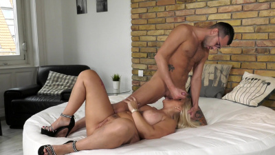 Anna Valentina pleased her vintage pussy with a hot young dick
