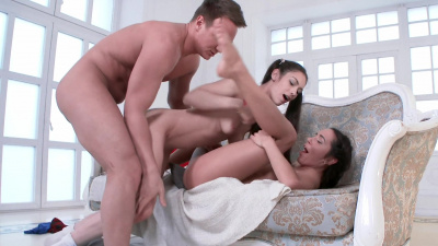 Mutual boyfriend gets sexual fantasie of Arwen Gold and Carry Cherry satisfied to the full