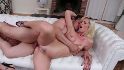 Tara Lynn Foxx takes advantage of her neighbor