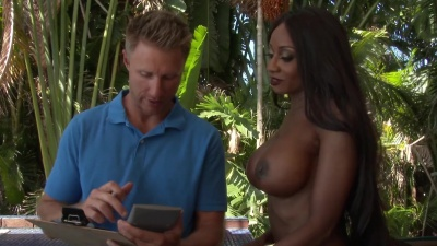 Ebony Diamond Jackson fucks & stuffs down contractor's dick for a deal