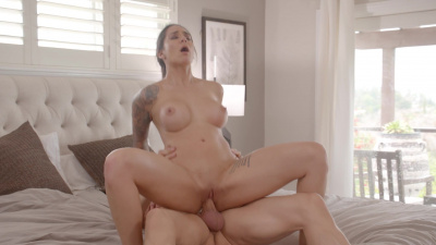 Alexis Zara is trying to stay fit with the help on constant sex