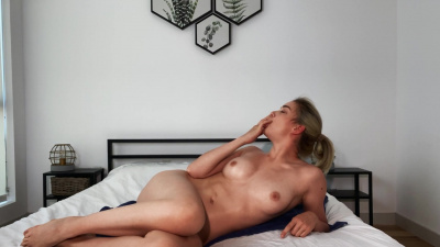 Anny Aurora caressing her body on cam