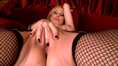 Sexy babe Sandy Fantasy strips herself down so she can pleasure in her own sensuousness