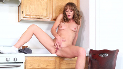 Cyndi Sinclair isn't shy about getting herself off at any time