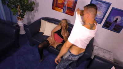 Sex with mature busty Yvonne